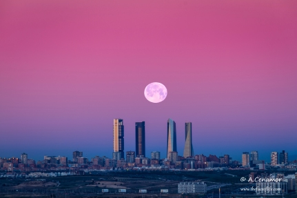 Moonset on Madrid