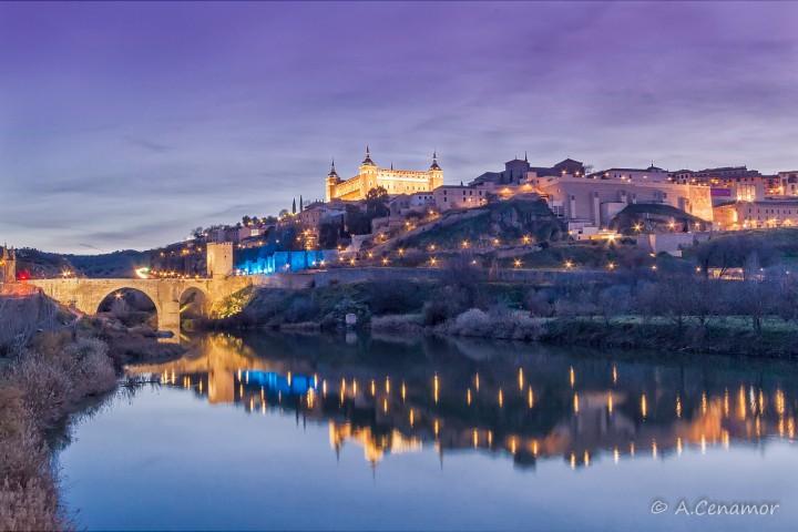 Alcantara bridge and Alcazar in blue hour
